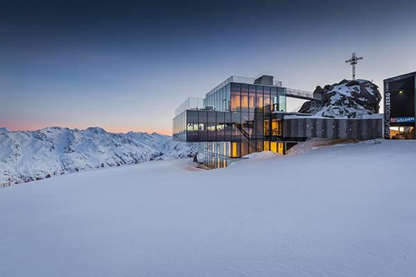 Restaurant ice Q bei Abendstimmung Sölden Tirol