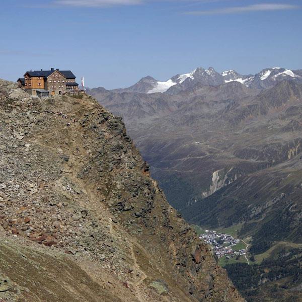 Ausblick auf das Ramolhaus in Sölden, Tirol