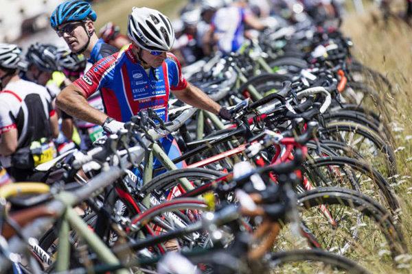 Vor dem Start des Ötztaler Radmarathon wird noch einmal alles kontrolliert
