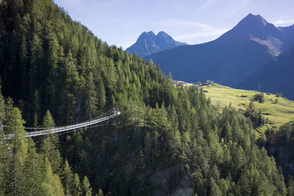 Hängebrücke in Längenfeld im Ötztal, Tirol