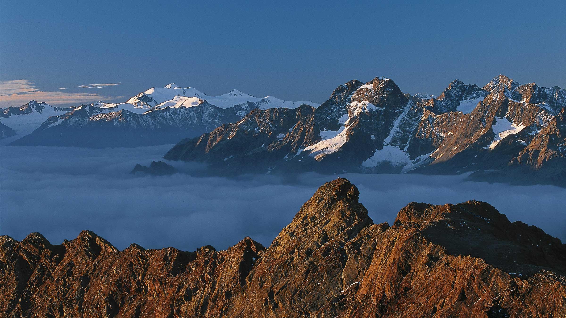 Wildspitze bei Nebelstimmung - Ötztal, Tirol