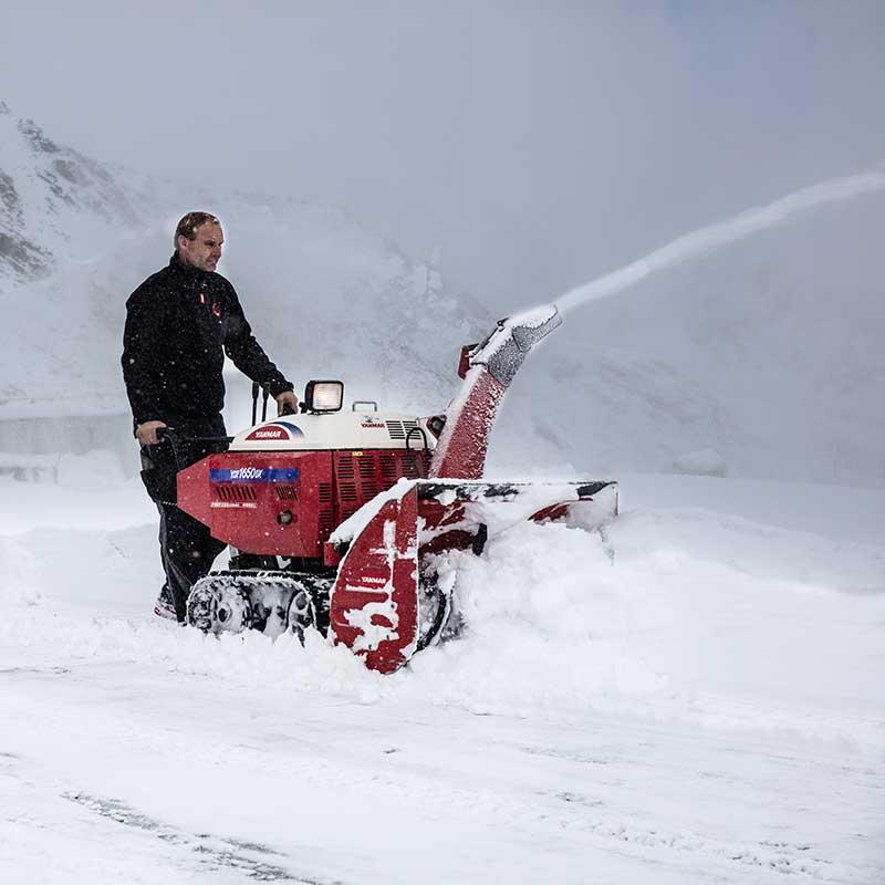 Schneefräse in Aktion - Sölden, Ötztal, Tirol