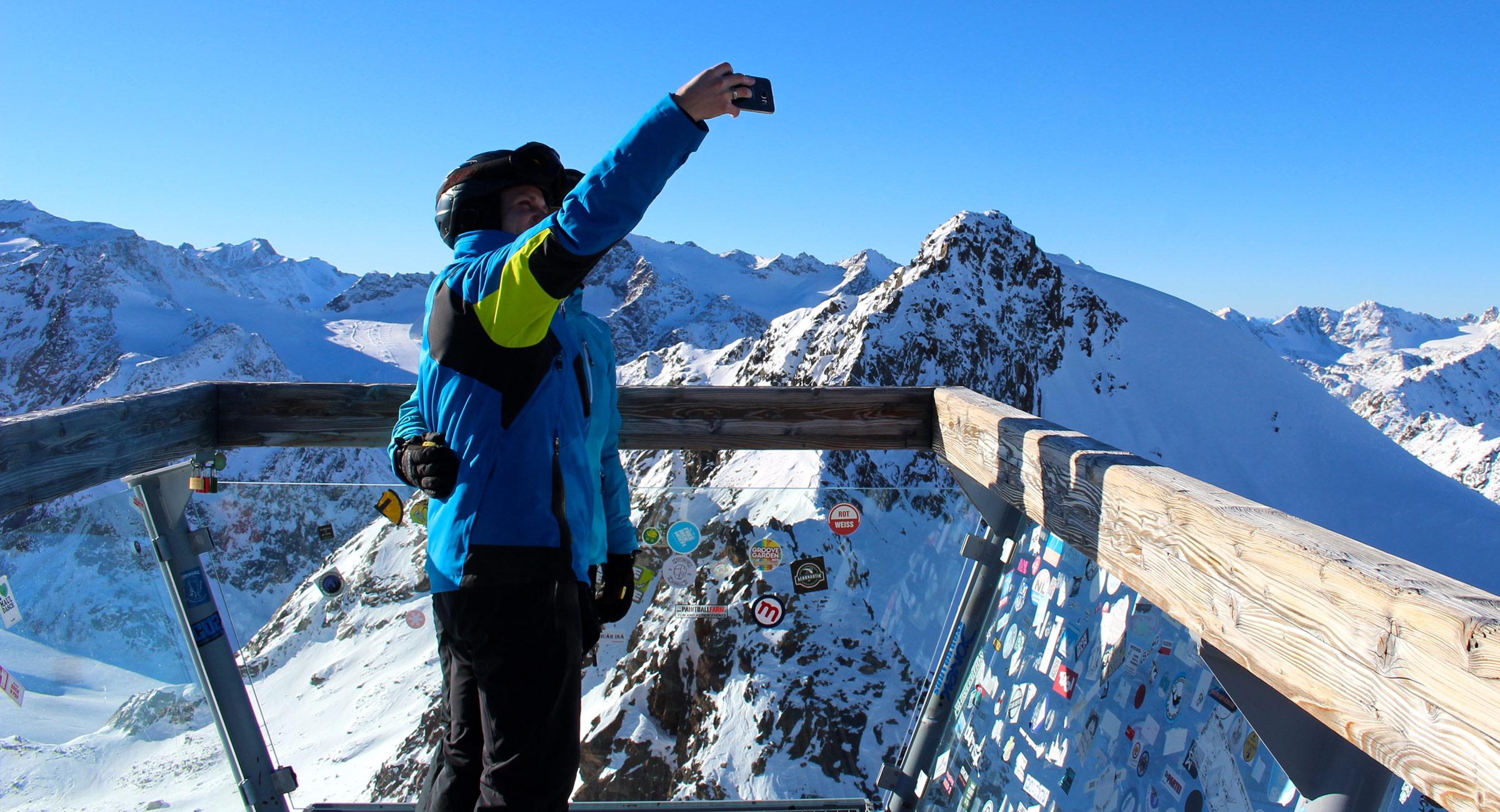 selfie auf der Brücke am tiefenbachgletscher in sölden