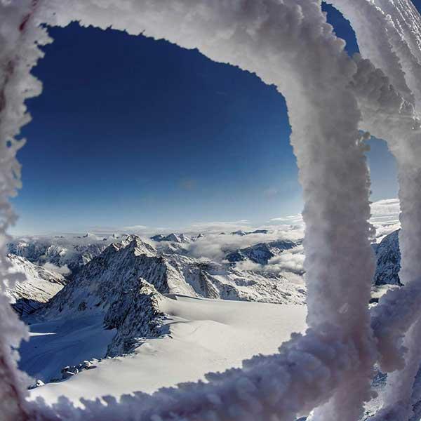 Vereister Zaun am Gletscher - Sicherung Skigebiet Sölden