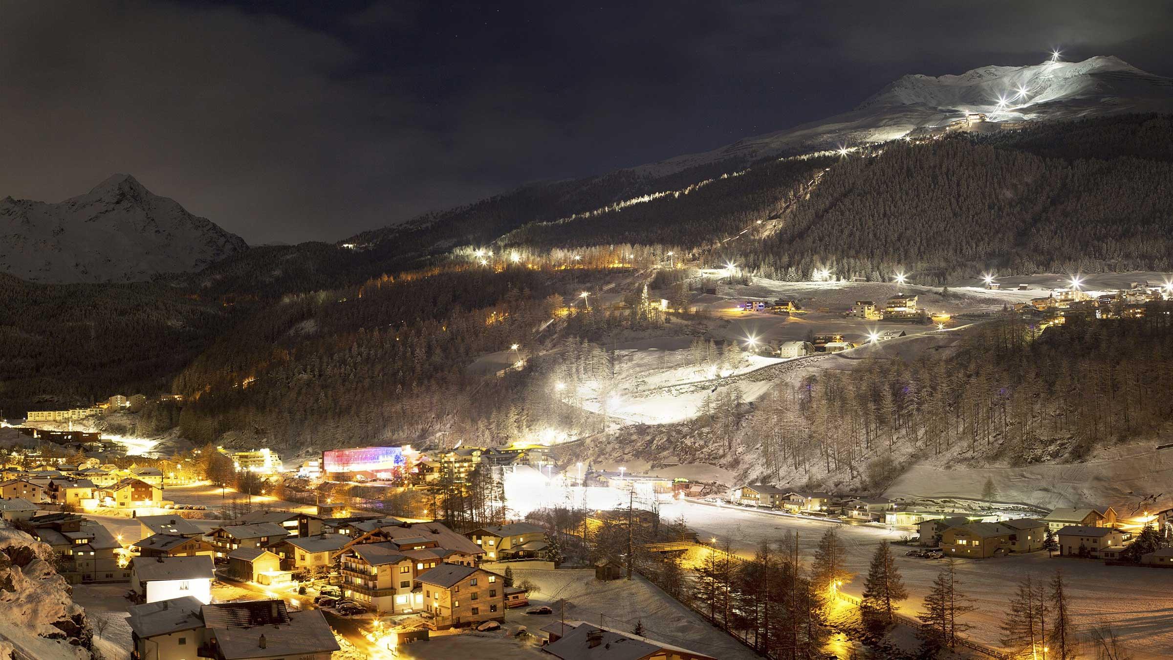 Blick auf die Nachtskilaufpiste von Sölden - Night Ski Show und Nachtskilauf Sölden