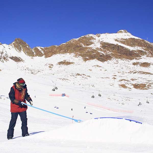 Joanna beim Shapen - AREA 47 Snowpark Sölden