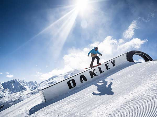 soelden-rechteck-skifahrer-auf-down-box-600x450