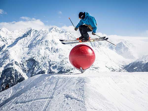 soelden-rechteck-skifahrer-ueber-polejam-600x450