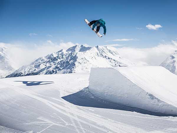 soelden-rechteck-snowboarder-kicker-600x450