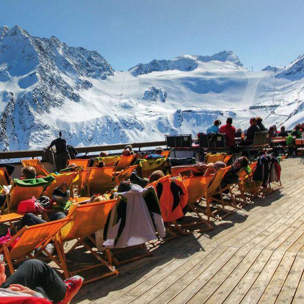 Ausblick auf die Ötztaler Bergwelt von der Schwarzkopf Terrasse