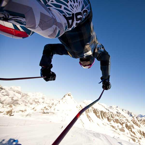 US-Skifahrer beim Start - Ski WM St Moritz US Ski Team in Sölden