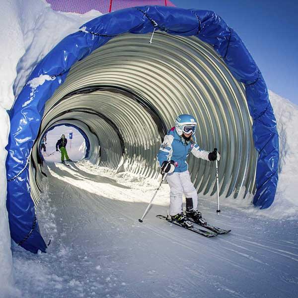 Kind im Funslope-Tunnel - Winterfinale Wake Testival