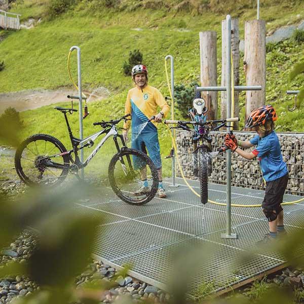 Bike Wash am Pump Track - Bike Republic Sölden