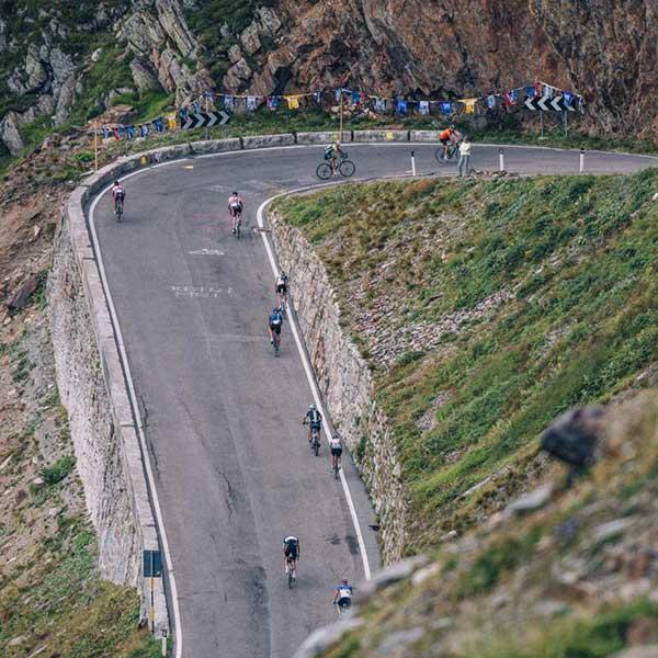 Radfahrer auf Passstraße - Ötztaler Radmarathon Pro Ötztaler 5.500