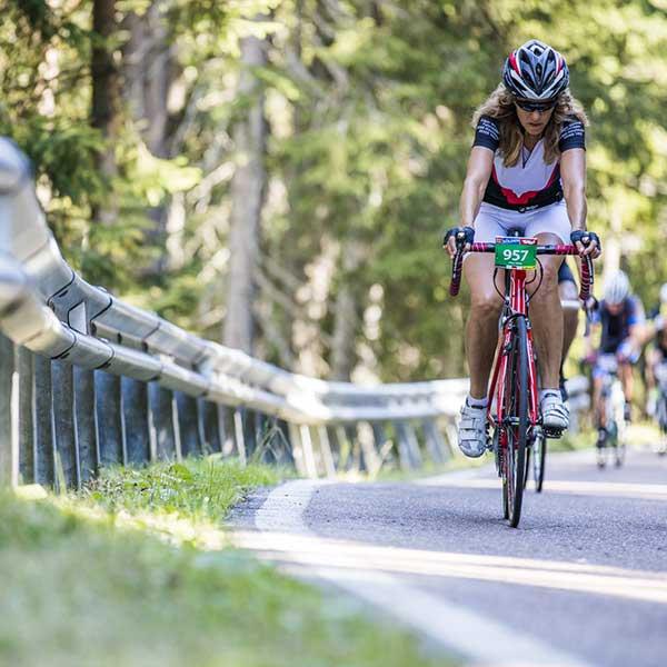 Radfahrerin fokussiert - Ötztaler Radmarathon Pro Ötztaler 5.500