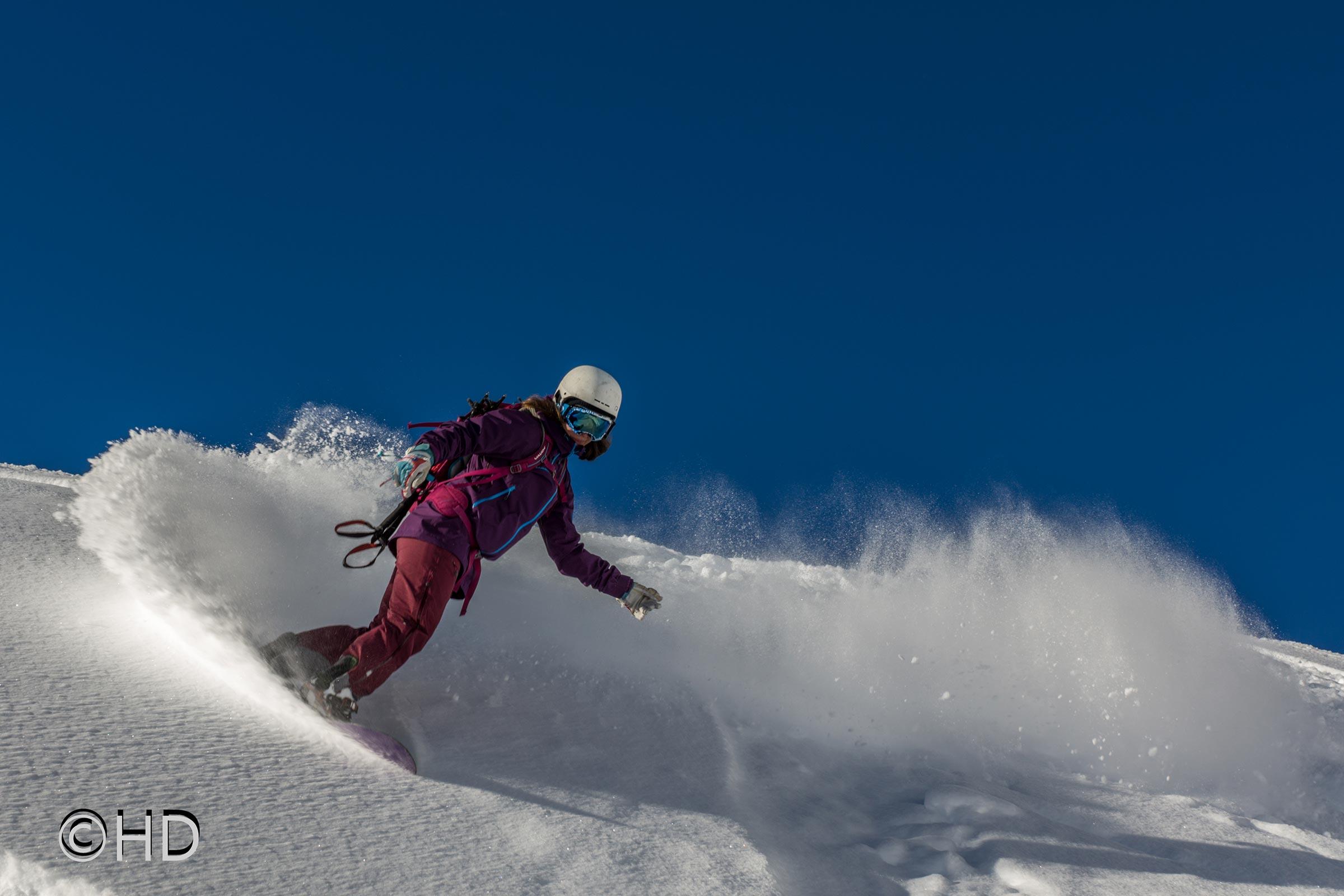 Snowboarderin Turn - Freeriden in Sölden
