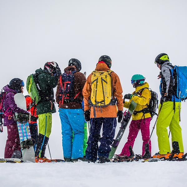 Gruppe Freerider im Schneefall - Freeriden in Sölden