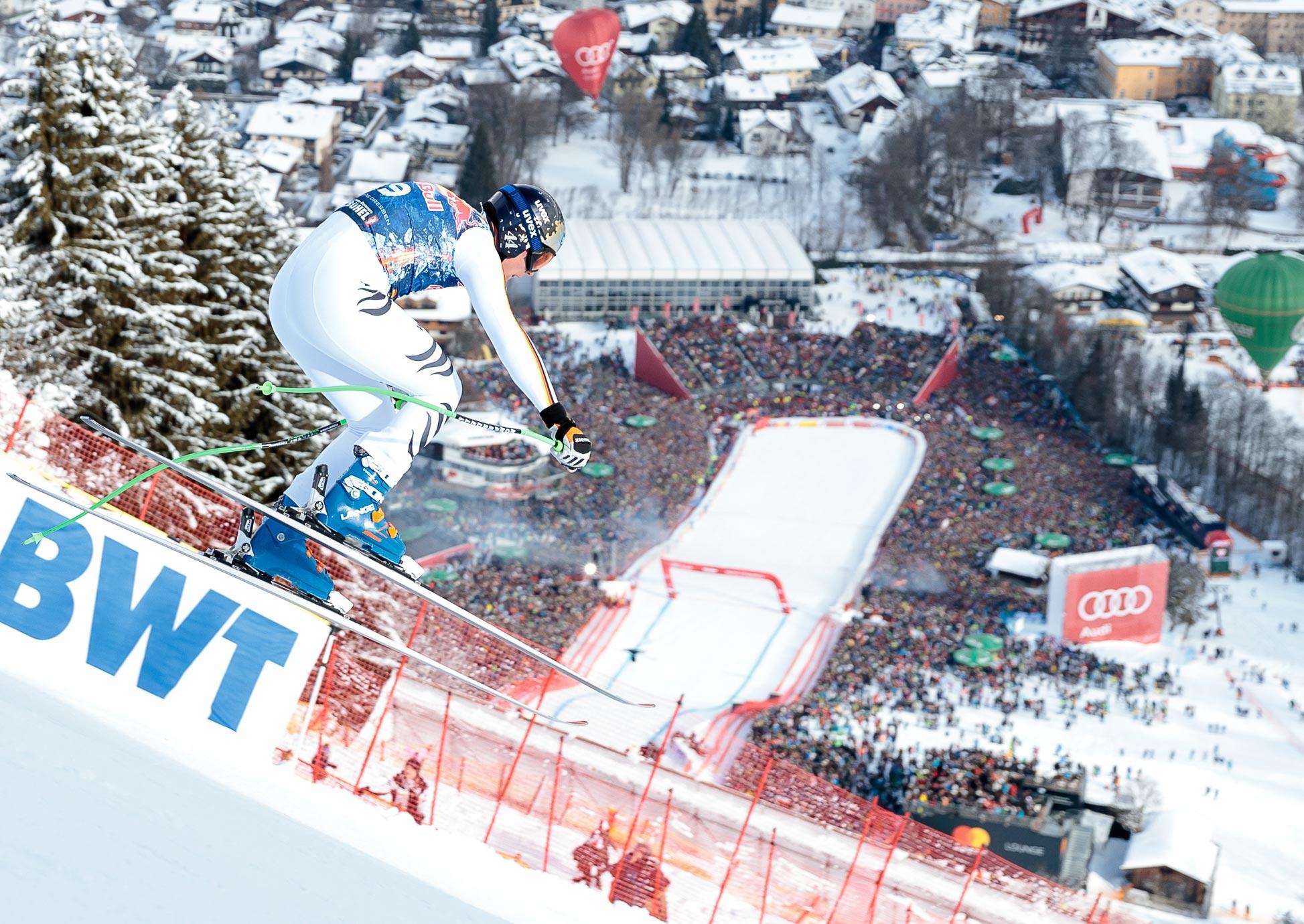 Thomas Dreßen bei Sprung über Hausbergkante in Kitzbühel - Thomas Dreßen