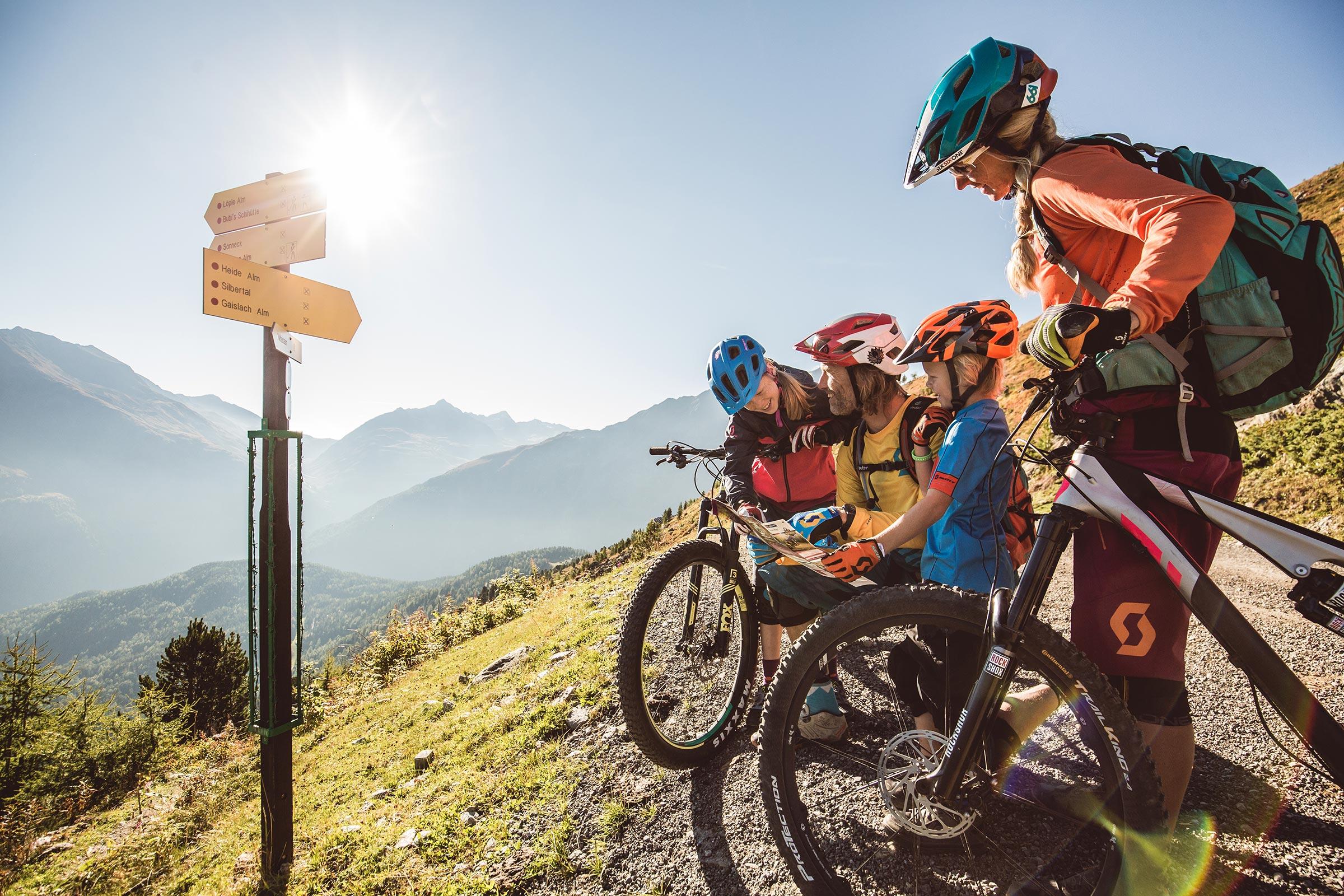 Familie beim Biken - Bike Republic Sölden