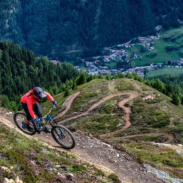 Harbe Line mit Blick auf Sölden - Bike Republic Sölden