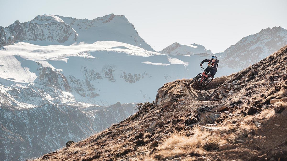 Ollweite Line mit Gletscher im Hintergrund - Bike Republic Sölden