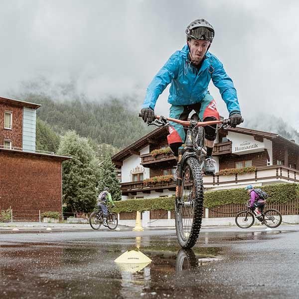 Nose-Wheelie mit dem Bike - Bike Republic Sölden