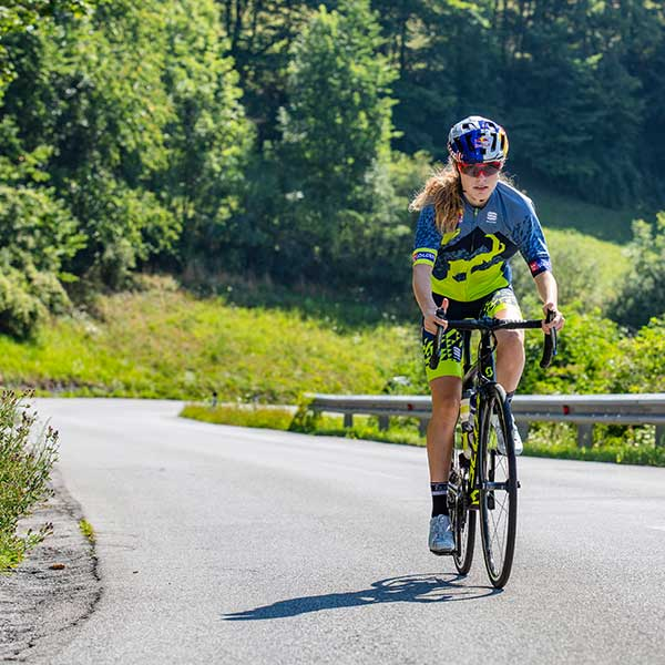 Laura Stigger im Finisher-Trikot - Ötztaler Radmarathon 2018 Finisher-Trikot