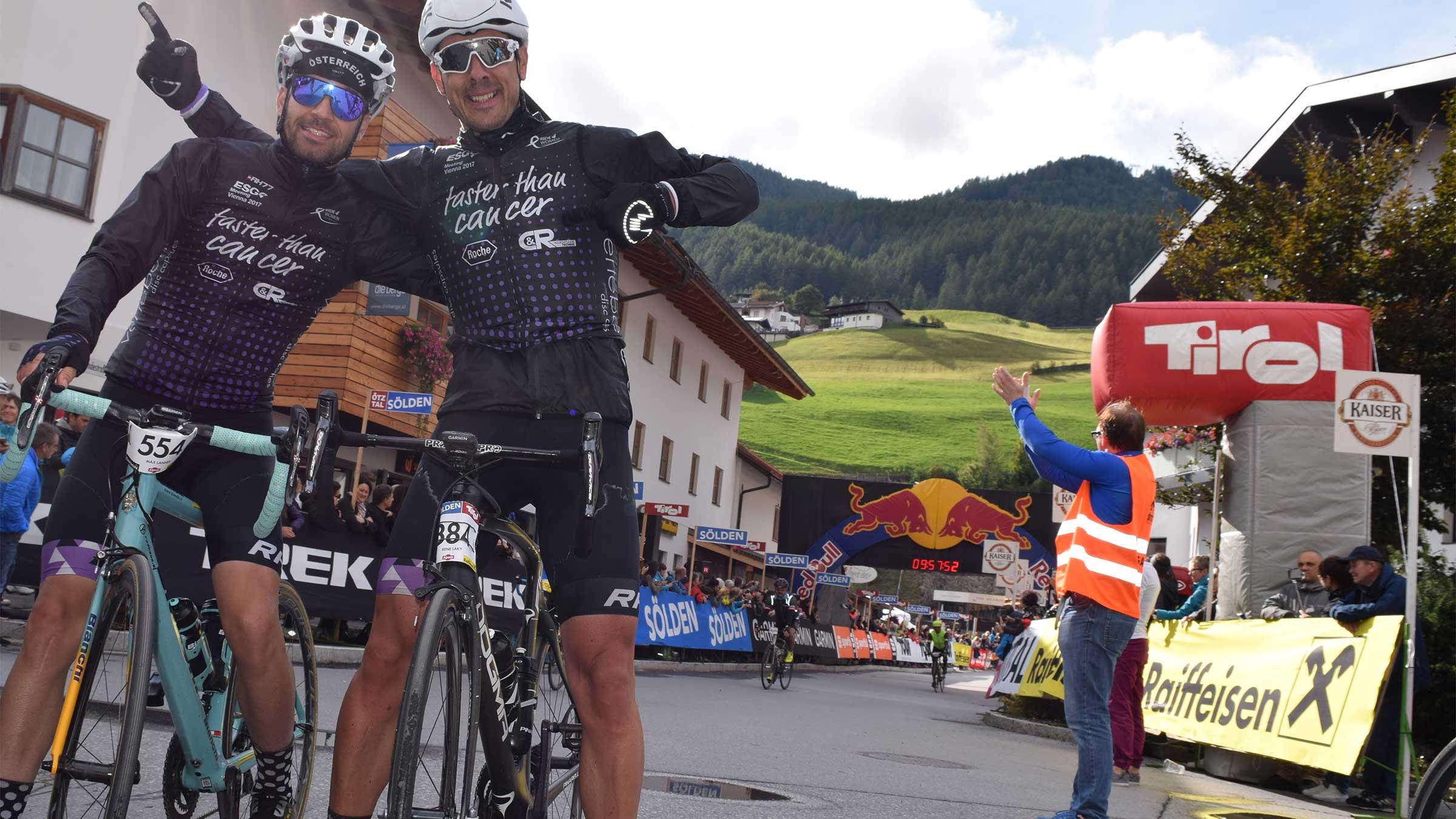 Zwei Mitglieder des Team4Woman im Ziel - Ötztaler Radmarathon