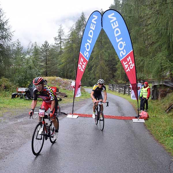 Zieleinfahrt beim Bike 4 Help Prolog - Ötztaler Radmarathon
