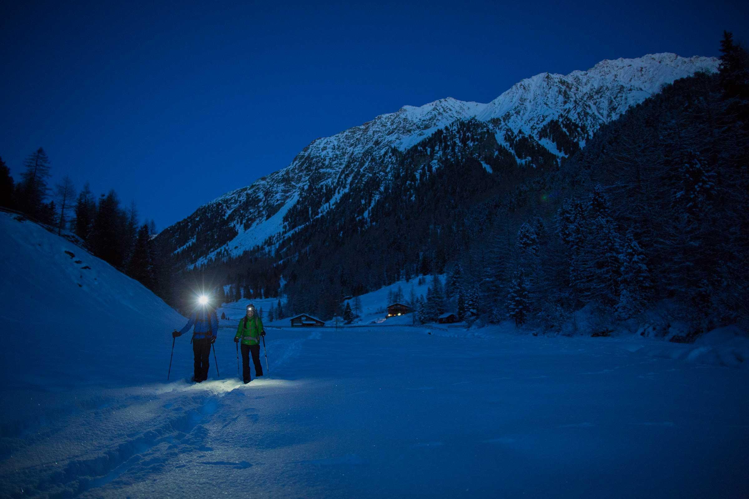Schneeschuhwanderer bei Nacht - Silvester Sölden