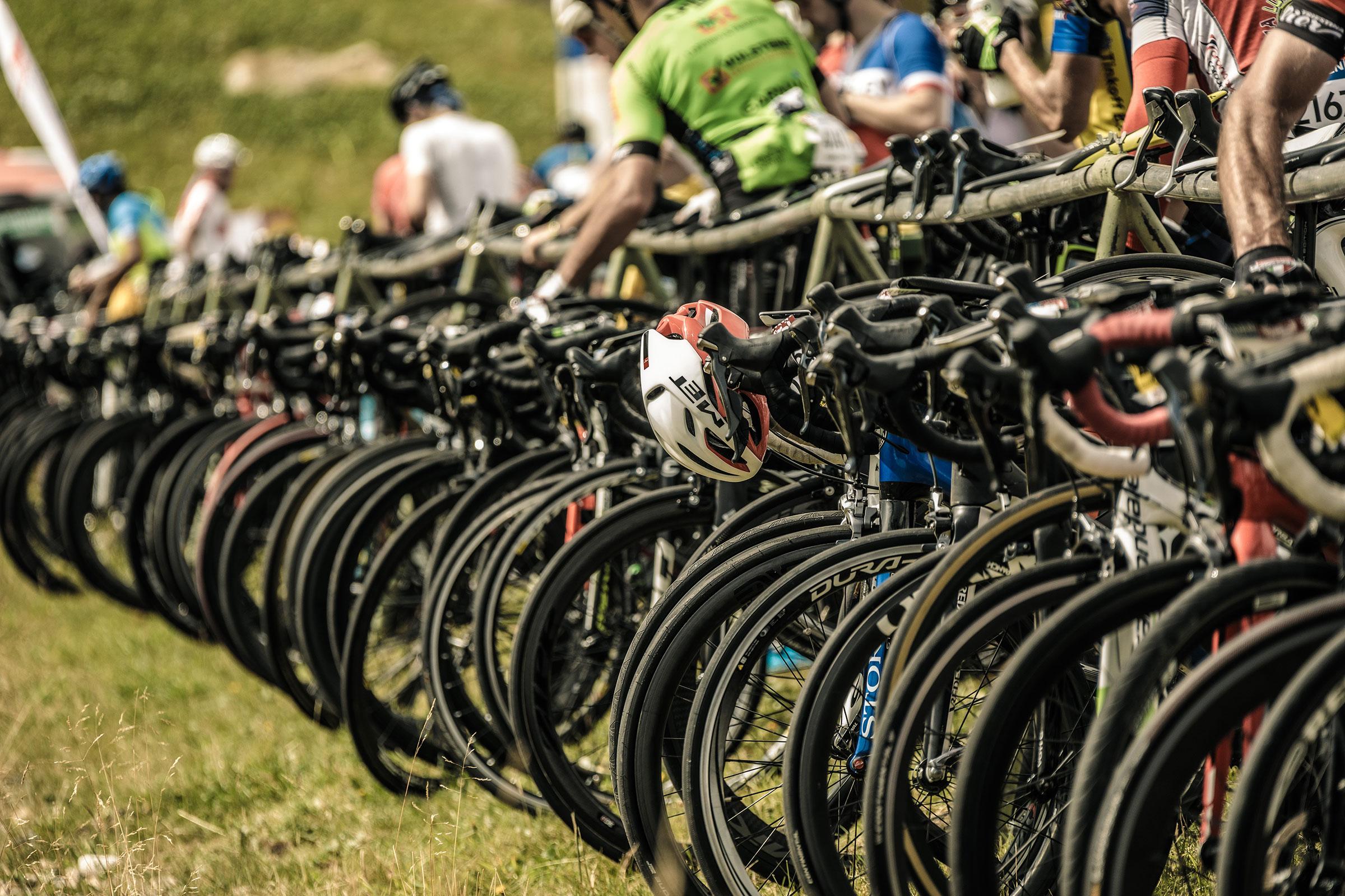 Fahrräder in Reih und Glied - Ötztaler Radmarathon